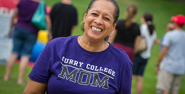 A Curry College mom with a t-shirt that reads, 'Curry College Mom'