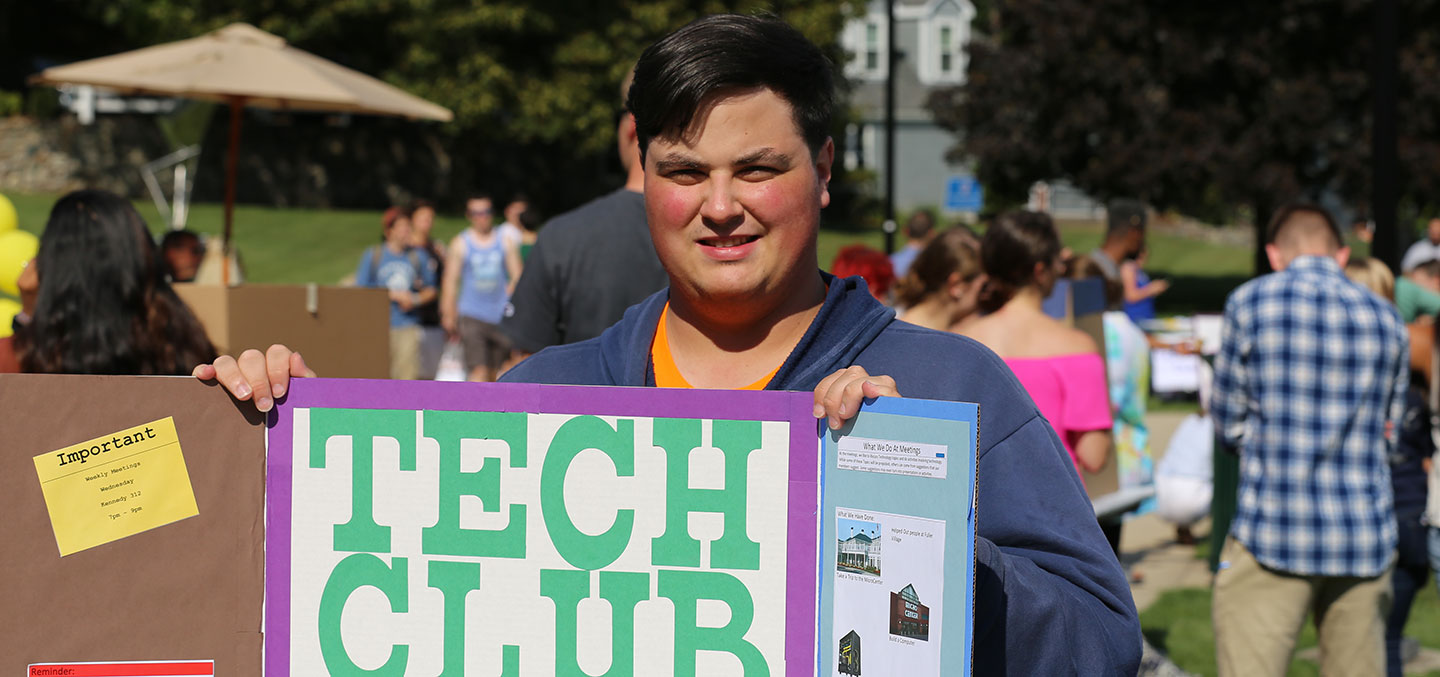 A Tech Club member at the Student Involvement Fair